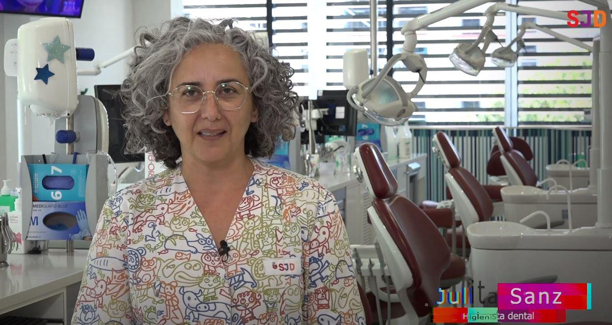 Julita Sanz, higiensta dental del Servei de Odontologia i Ortodòncia de l'Hospital Sant Joan de Déu de Barcelona