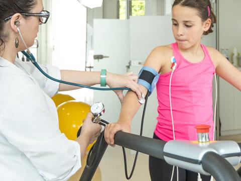 Servei de reconeixement mèdic esportiu. Obtenció del certificat mèdic per a la pràctica de l'esport