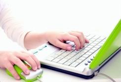 Gairebé la meitat dels adolescents entre 15 i 17 anys passa més de tres hores diàries davant d'una pantalla