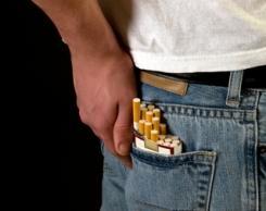 Els nens que viuen amb pares fumadors falten més a classe