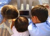 Los niños pequeños y los chimpancés siguen las normas de la mayoría