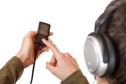 El 65% de los niños de entre 8 y 12 años tiene móvil