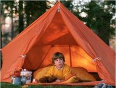 Per què molts nens s'angoixen quan dormen fora de casa?