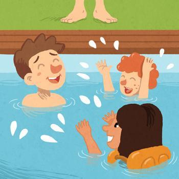Niños nadando en la pisicina