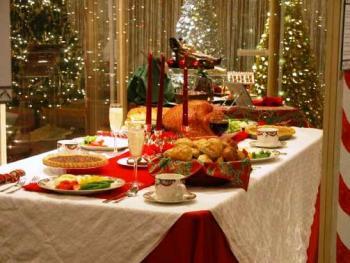Mesa de Navidad llena de comida