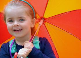 Nena amb paraigües