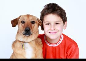 Nen amb el seu gos