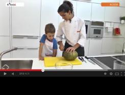 Videoreceta: Brochetas y macedonia de frutas