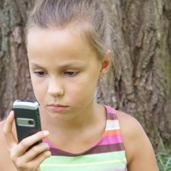 Criterios a tener en cuenta antes de decidir comprar un teléfono móvil a nuestro hijo