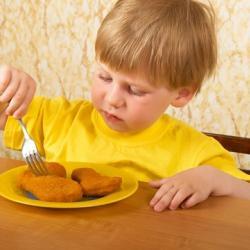 El 95% de los niños menores de 3 años consumen demasiadas proteínas. ¿Qué implica para su salud?